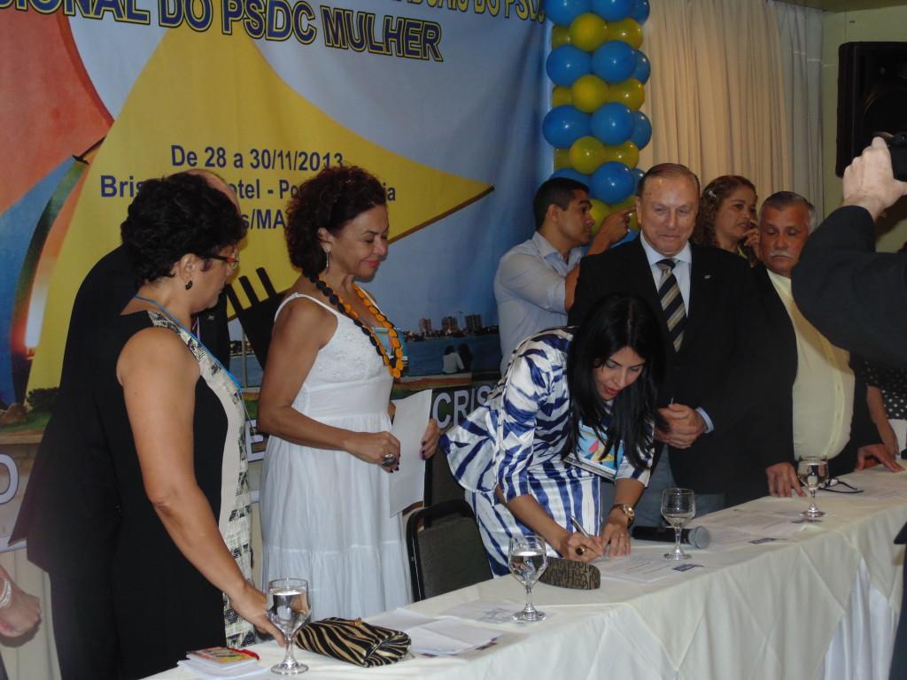 O momento da posse: A Deputada Estadual por Rondônia, Glaucione Rodrigues, durante a cerimônia de posse como Presidente Nacional do PSDC Mulher. (Foto: Assessoria de Imprensa PSDC)