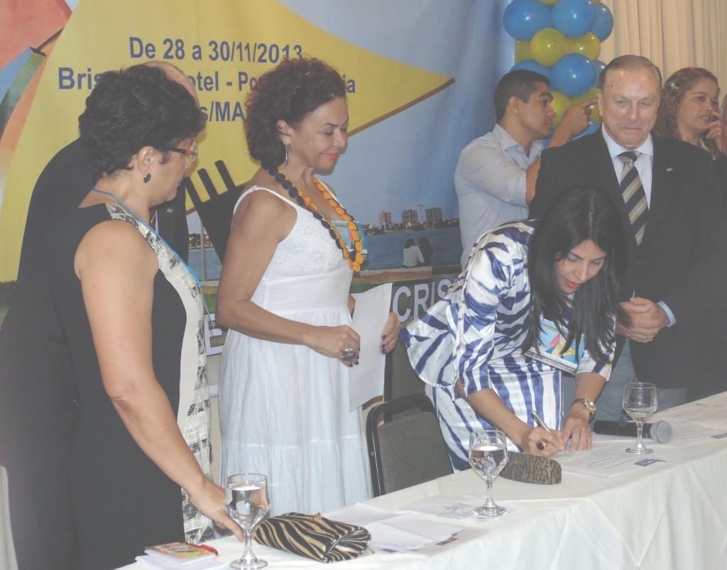 O momento da Posse: A Deputada Estadual por Rondônia, Glaucione Rodrigues é empossada Presidente do movimento PSDC Mulher. (Foto: Assessoria de Imprensa PSDC)