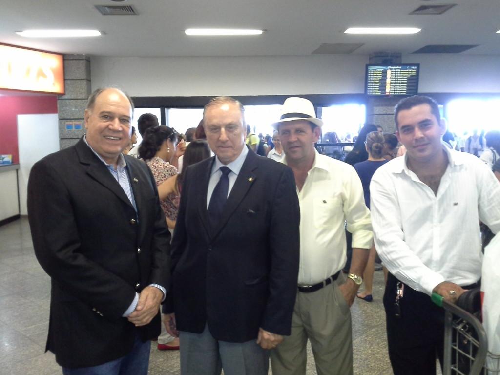 Na chegada a Capital de Goiás, o Presidente Nacional do PSDC, Eymael, é recebido pela comitiva liderada pelo Presidente Estadual do partido, Ademar Borges.