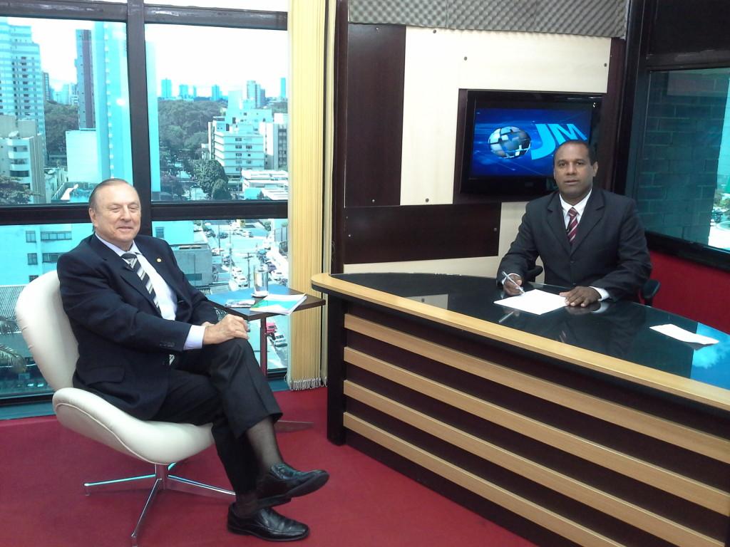 O Deputado Federal constituinte concede entrevista a Rádio durante a realização do VI S-DECRIS, em Goiânia.