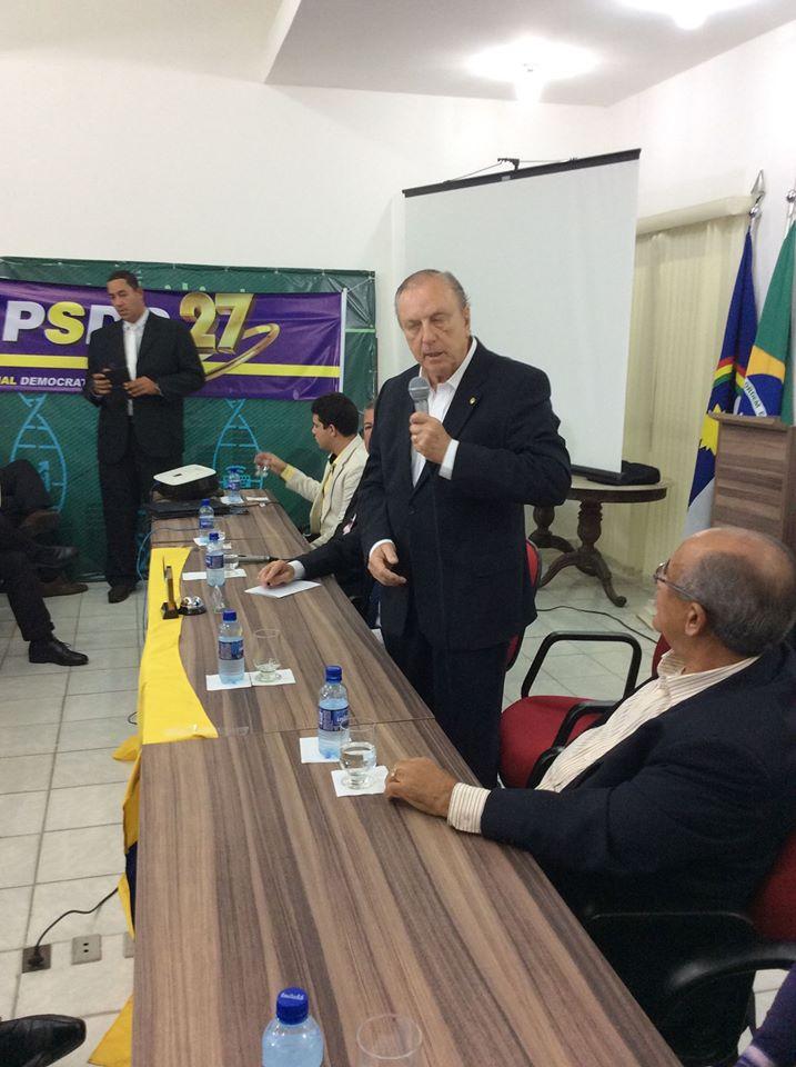 O presidenciável Eymael discursa na sede do Conselho Regional de Contabilidade em Recife.