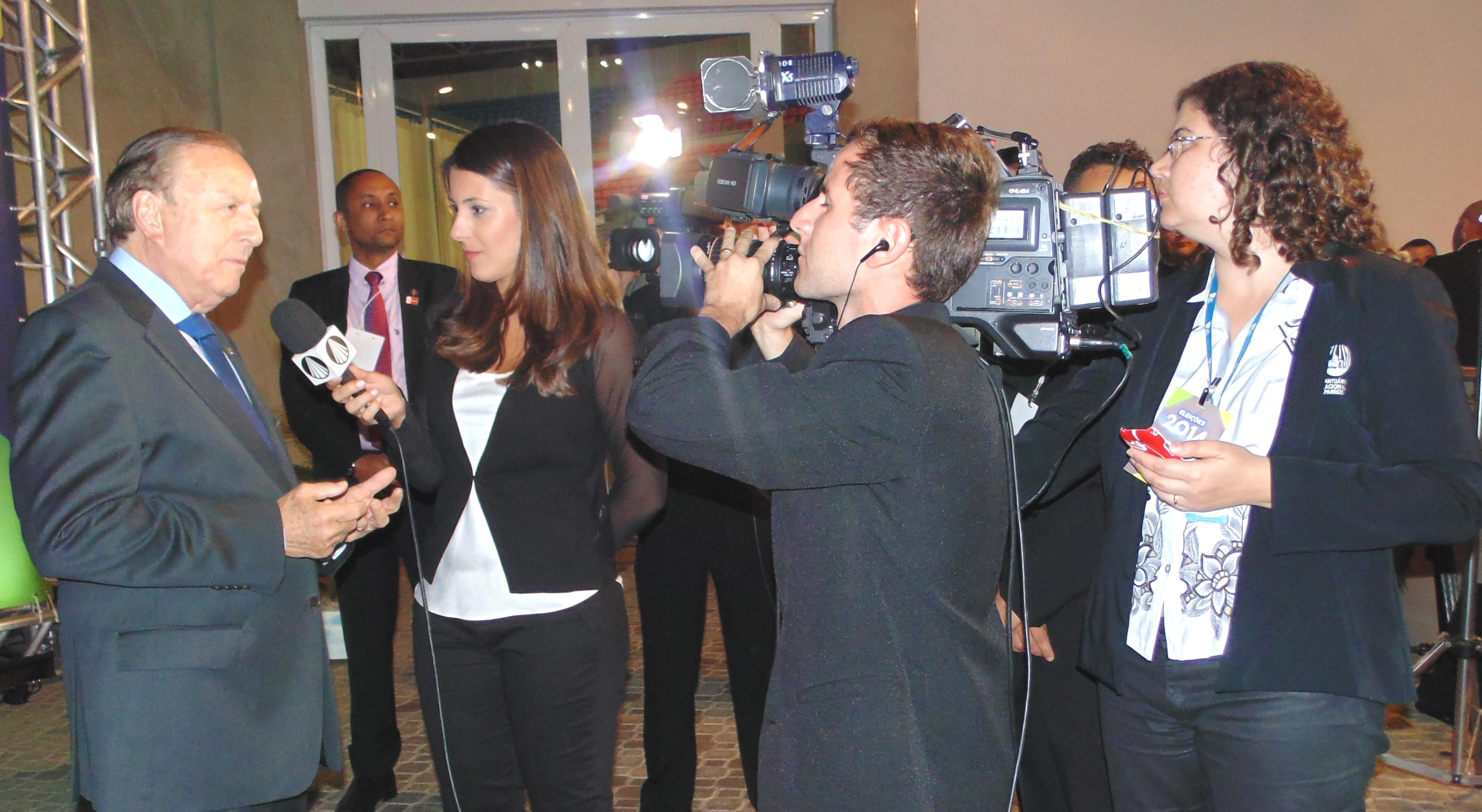 Eymael concede entrevista antes do debate a TV Aparecida e demais emissoras católicas.