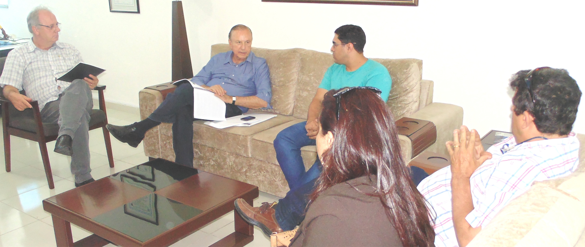 Em Lorena, Eymael deu uma entrevista exclusiva para o Jornal Atos, de propriedade do Pastor Eder Bilotta, primeiro da esquerda para direita, acompanhado por lideranças e correligionários.