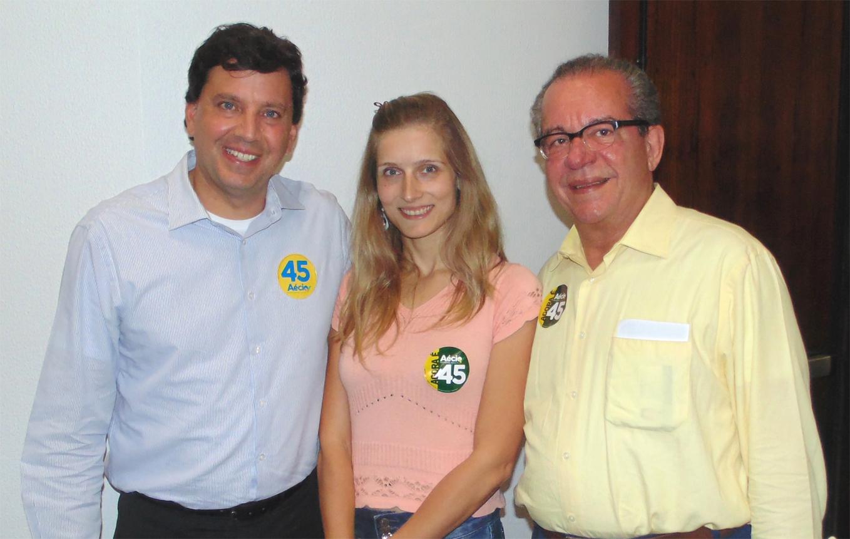 Ladeado pelos representantes do PSDB Deputado Federal eleito  Floriano Pesaro e o Deputado Federal José Aníbal, Talita Eymael, representante do PSDC Jovem declara o apoio da ala jovem da Democracia Cristã a Aécio Neves.