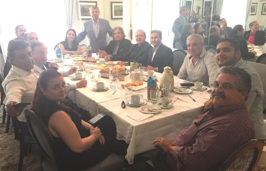 Lideranças se reúnem para definir temas sobre a reforma política