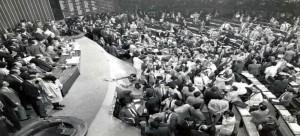 5 de outubro de 1988, o Brasil ganha a Constituição Cidadã  para a construção de uma sociedade livre, justa e solidaria.